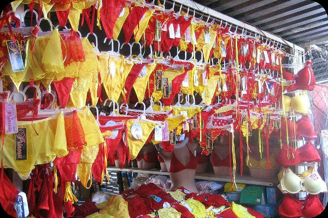 Tradiciones colombianas para el a o nuevo sabidur a de mami for Ropa interior de colombia
